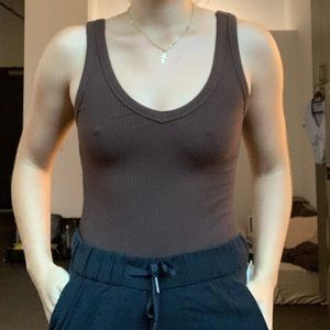 Brown stretchy ribbed tank